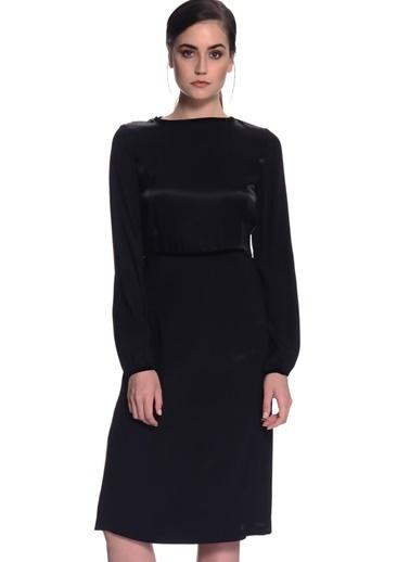 House Of Camellia House Of Camellia K62Mer Kayık Yaka Uzun Kol Regular Fit Yırtmaç Detaylı Kadın Elbise Siyah